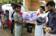 दीपावली के लिए गरीबों को वस्त्र,मिठाई व सत्साहित्य वितरित।