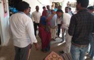 महिलाओ ने निलय डागा को तिलक लगाकर दिया आशीर्वाद ,कांग्रेस के युवा प्रत्याशी कर रहे गांव-गांव जनसंपर्क