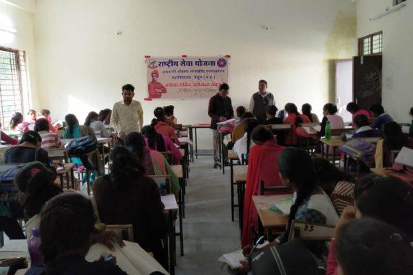 भीमपुर कॉलेेज के विद्यार्थियों ने जेएच कॉलेज में दिए प्रेक्टिकल