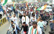युवाओं ने निकाली भव्य तिरंगा रैली